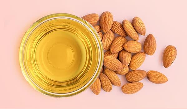 Чем полезно миндальное масло для кожи?